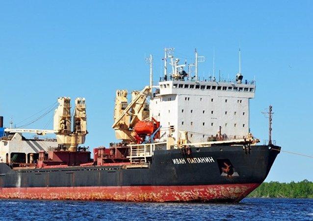 """俄罗斯10621型""""伊万·帕帕宁""""冰级运输船"""