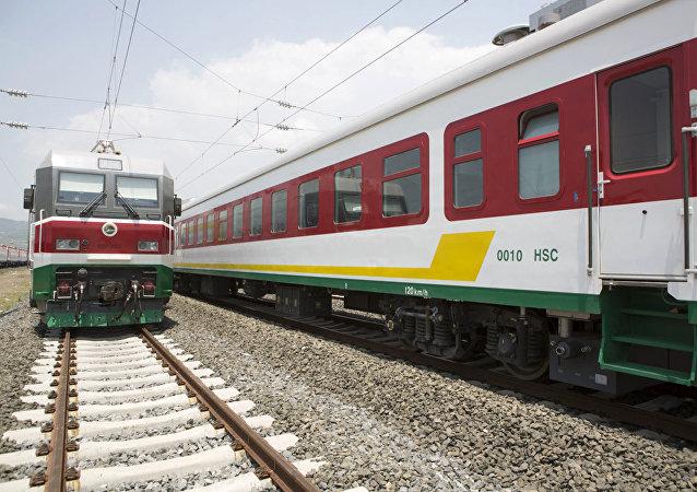 """中国在非洲的""""铁路外交""""活跃至今"""