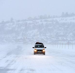 跨阿穆尔河的第二个俄中国际冰上客货运输浮桥开通