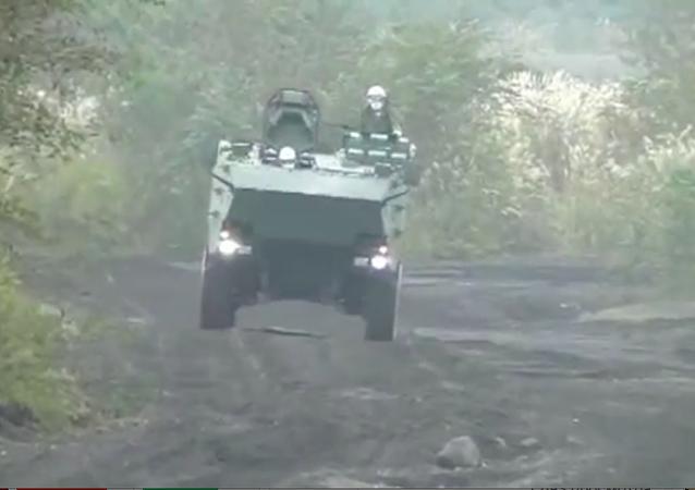 媒体:日本展示防止入侵钓鱼岛的装甲车
