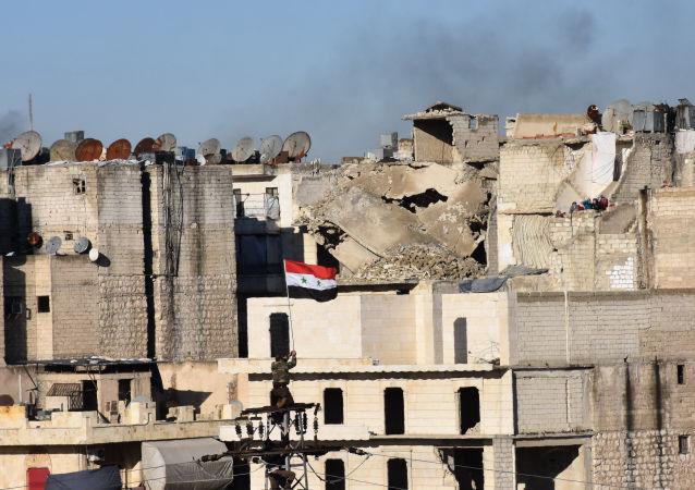 """阿拉伯库尔德联军切断""""伊斯兰国""""从拉卡撤退的最后道路"""