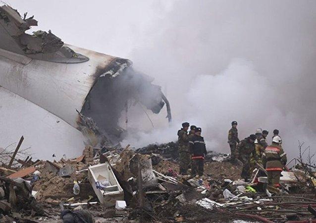 据吉尔吉斯斯坦政府新闻局消息,比什凯克郊区的飞机失事地点有32栋住宅被毁  更多: http://sputniknews.cn/society/201701161021615845/