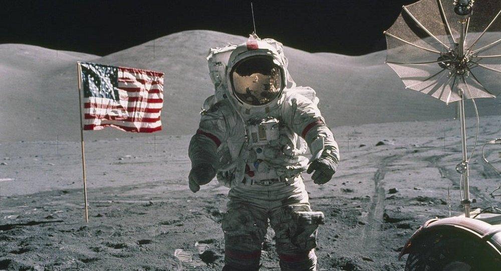彭斯 美国将重返月球
