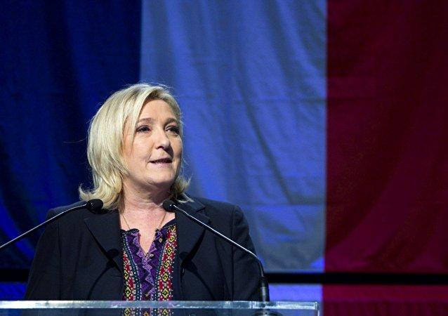 勒庞认为马克龙不排除她赢得总统选举的可能性