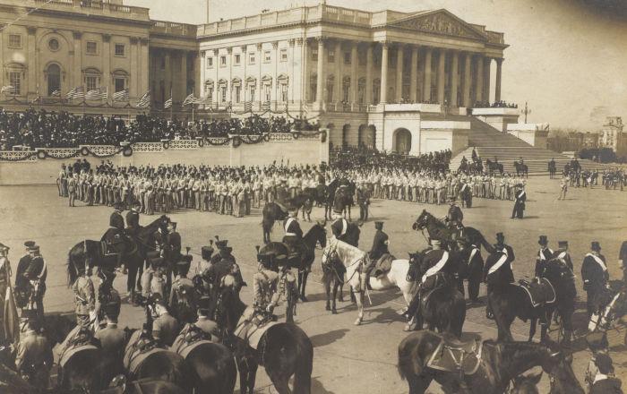 美国西点军校学员在国会大厦前,美国总统西奥多·罗斯福就职仪式前,1905年。