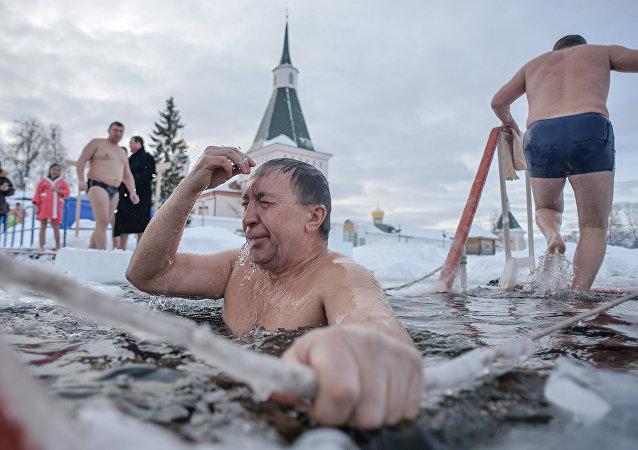 莫斯科已為耶穌受洗日冬泳作好準備/資料圖片/