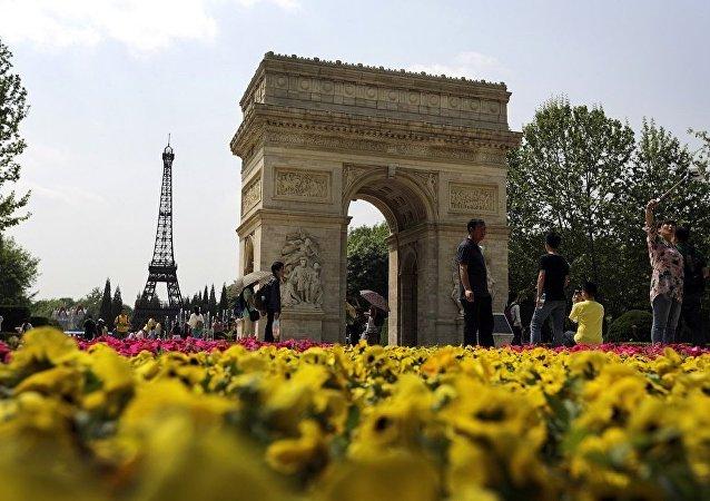 中国旅客在巴黎