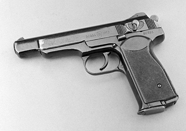 一名日本武器爱好者在家中收藏最大一批手枪/资料图片/