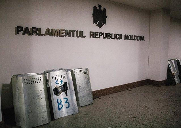 摩尔多瓦总统称将利用一切合宪手段争取解散议会