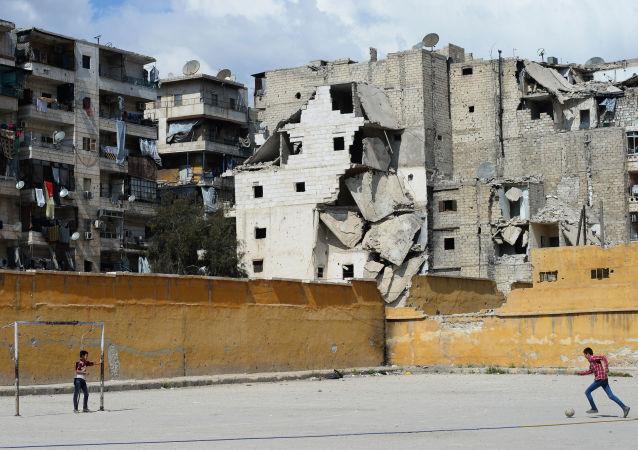 来自叙解放地区的数百名中小学毕业生将在阿勒颇考试