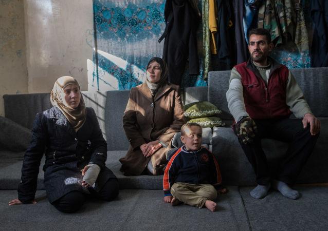 超80个叙利亚家庭离开大马士革难民营恢复平静的生活