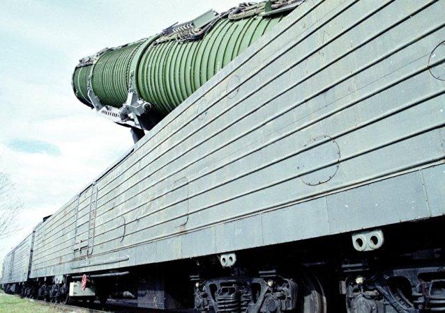 """消息人士:俄拟于2019年对装备""""核列车""""的导弹进行飞行测试"""