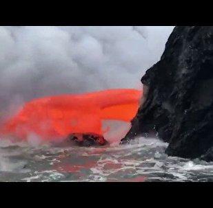 夏威夷游客拍下火山熔岩奇观