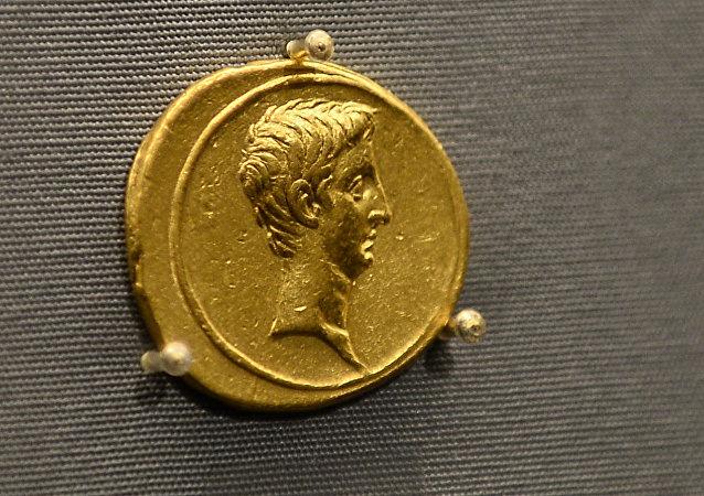 中国女公民一套俄帝国时期的古银币在俄舍列梅捷沃机场被没收
