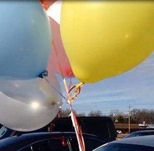 自从有了氦气球 妈妈再也不用担心我找不到车啦