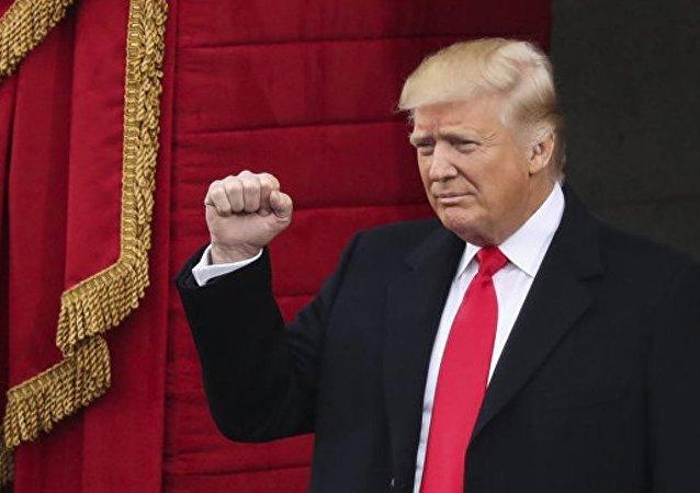 """特朗普签署""""极端筛选""""移民的总统令 不让恐怖分子入境"""