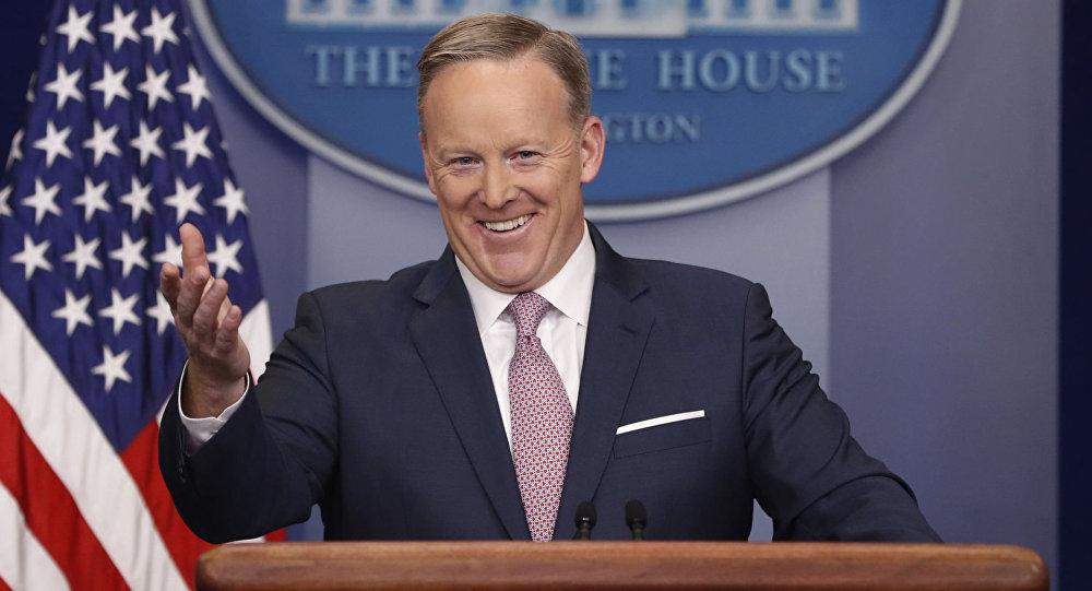 媒体:特朗普对其新闻秘书失望 正在另寻高明