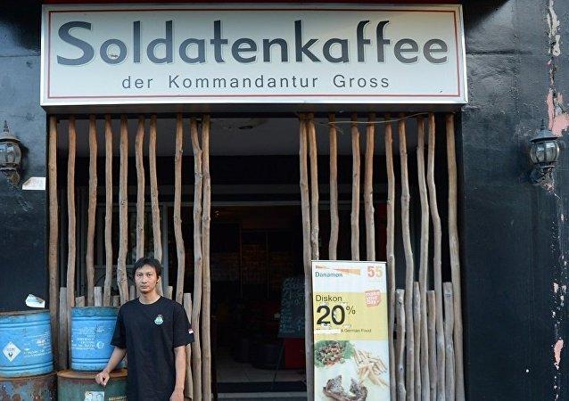 """媒体:多年抗议后,印度尼西亚""""纳粹""""咖啡馆终止营业"""