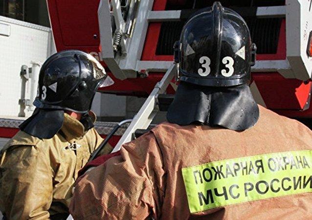 俄紧急情况部门表示,由于煤气爆炸,奥列霍沃-祖耶沃3楼至5楼的一个楼道坍塌
