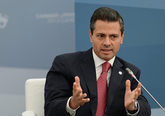 墨西哥总统和各部长在航空中心开幕式后眼部出现不适