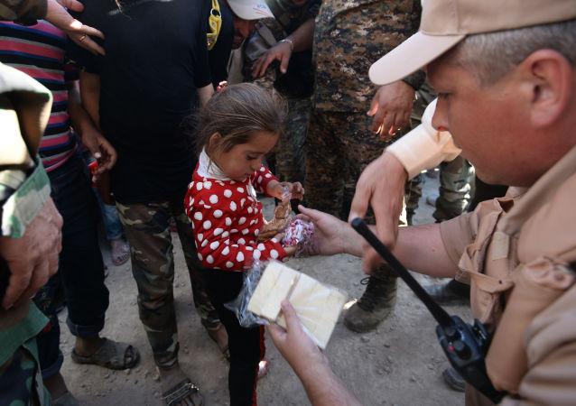俄驻叙停火中心:一天内约3000名居民获得俄罗斯人道主义援助