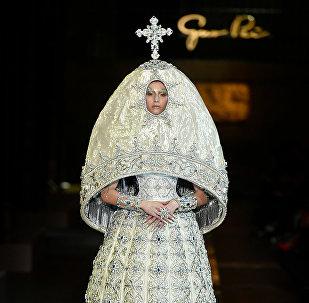 郭培在巴黎時裝周展出了她的2017年春夏「傳說」系列高級定制