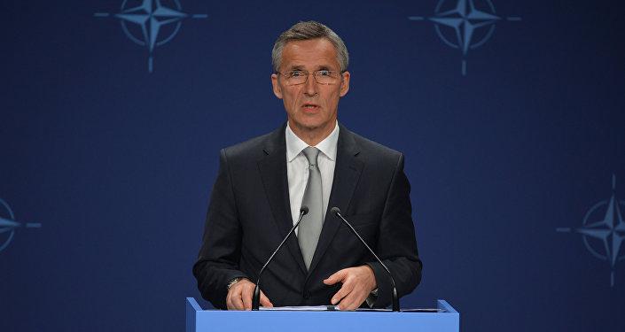 斯托尔滕贝格:美总统承诺支持北约对俄两手抓的立场