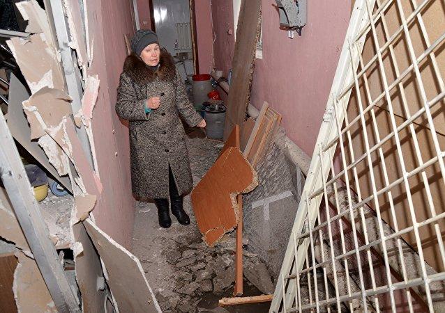 乌克兰政府军继续开炮轰炸顿巴斯