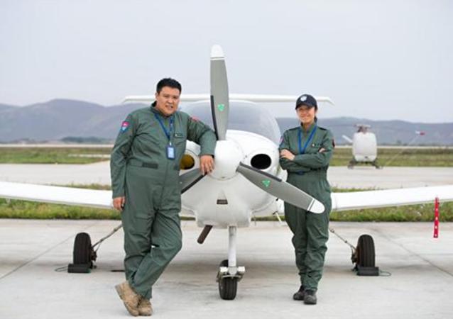一对中国夫妇将驾驶轻型飞机环球旅行
