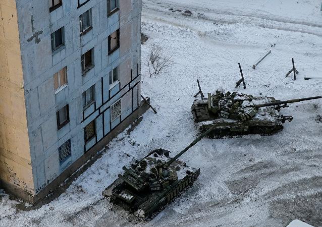 乌克兰坦克开进阿弗捷夫卡镇