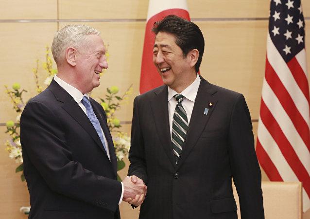 美国国防部长詹姆斯·马蒂斯与安倍普三