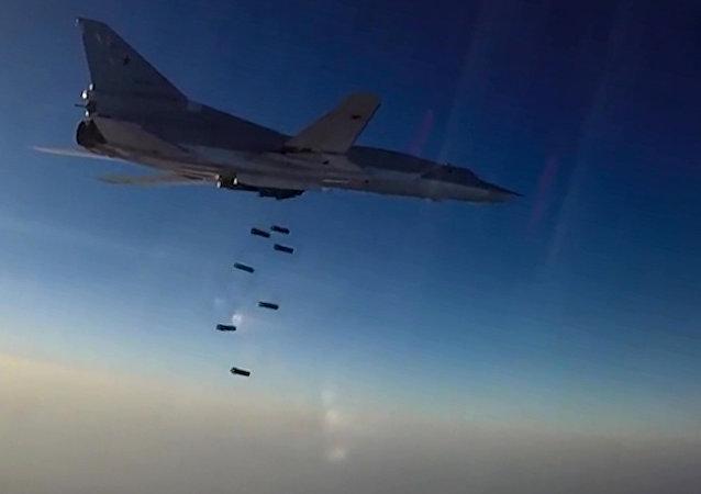 俄国防部:图-22M3轰炸机空袭叙国代尔祖尔省打击恐怖分子设施