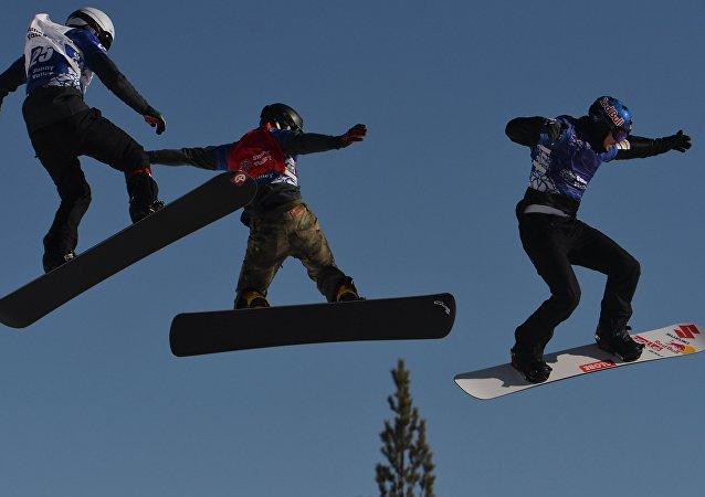 俄堪察加开办首家单板滑雪体育学校