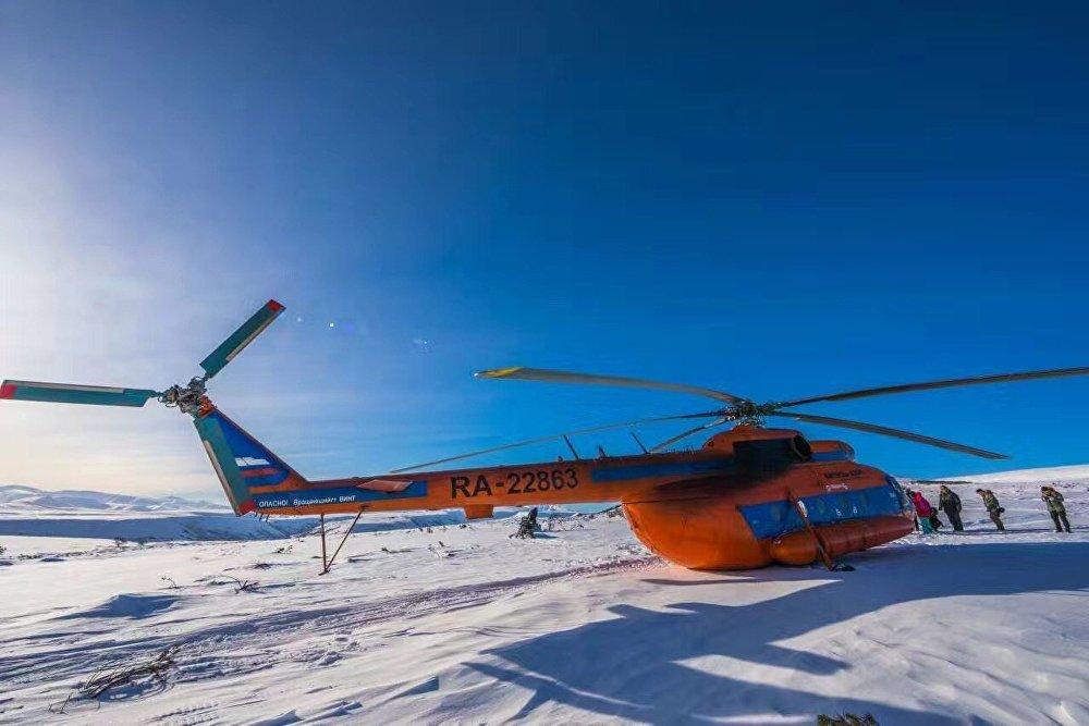 团队乘坐一架米-8直升机,找到了勘察加半岛深处最原始的驯鹿人部落。