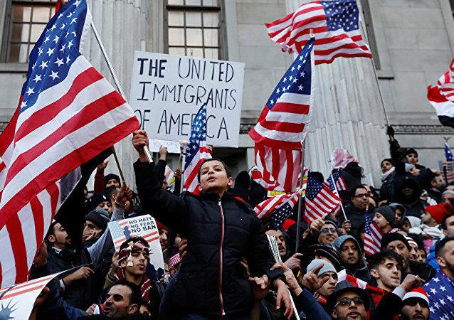 媒体:美国约100家集团公司支持针对特朗普移民政令提起诉讼