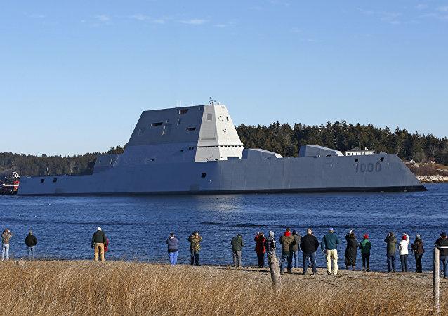 美国海军接装最新一艘导弹驱逐舰