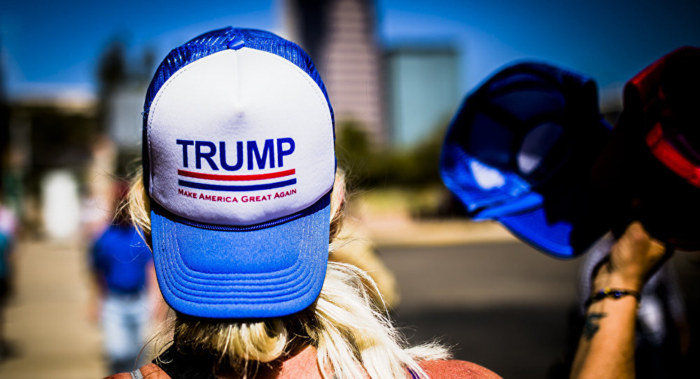 民调:美国人对于是否支持特朗普政策问题的人数平分