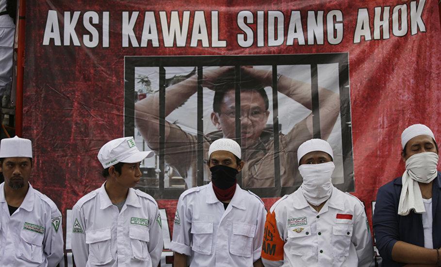 伊斯兰宗教组织成员参加抗议钟万学的行动