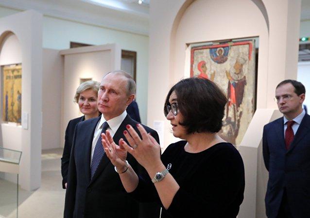 普京前往特列季亚科夫画廊参观梵蒂冈杰作展