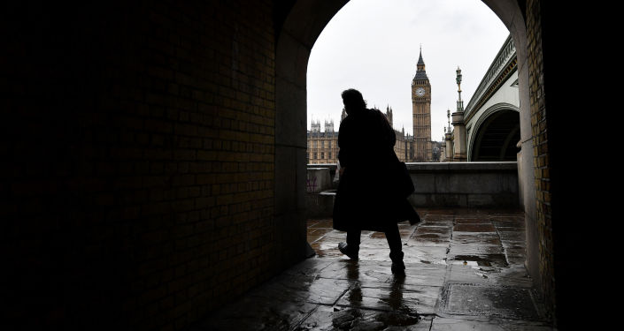 英国首相:普选照常6月8日举行