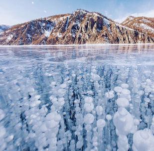 冰封的貝加爾湖