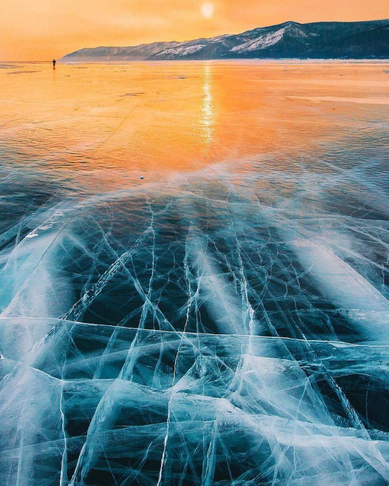 冰封的贝加尔湖