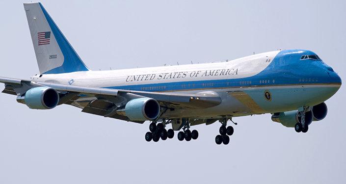 一架不明飞机在美国上空飞近特朗普专机