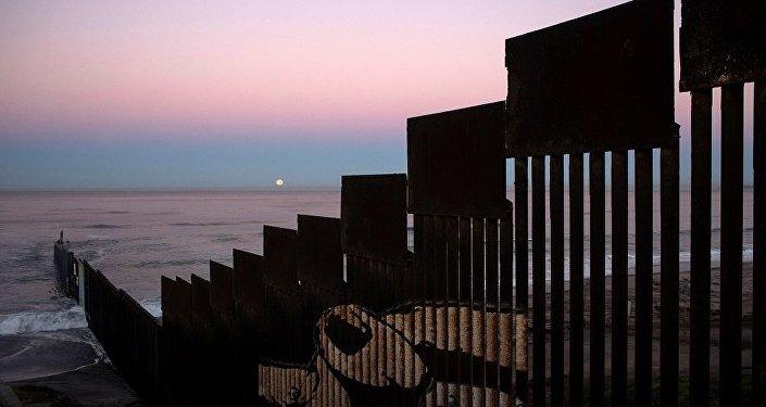 特朗普重申美国将早于计划日程开始修建美墨边境墙