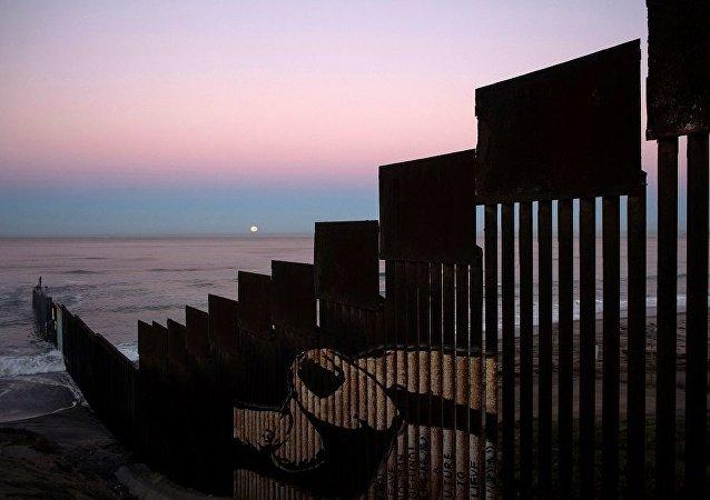 墨西哥外长呼吁那些打算参与边境墙建设的墨公司要有良知
