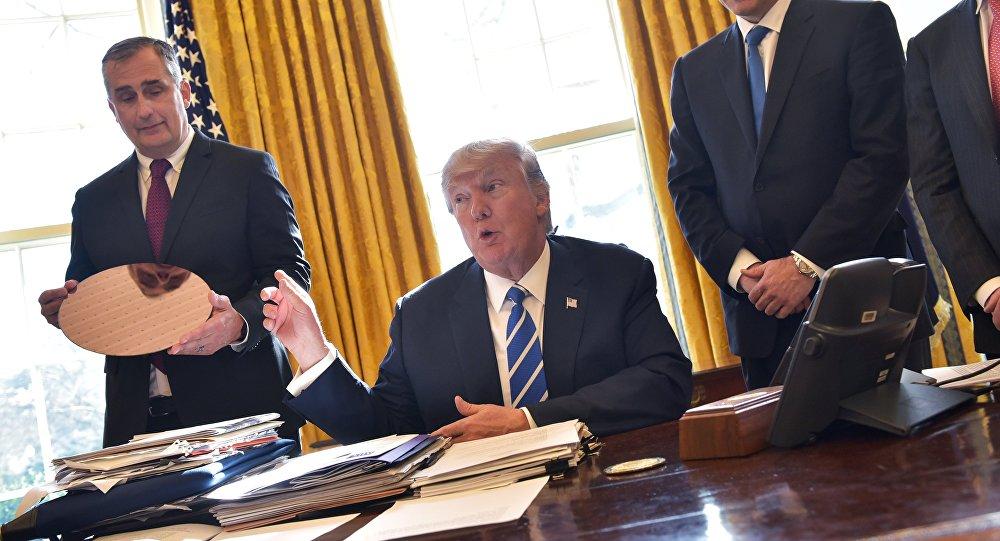 媒体发现正式公布的特朗普法令文本间的差异