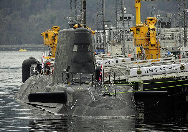 醉酒英国潜艇兵军官试图指挥卸载导弹