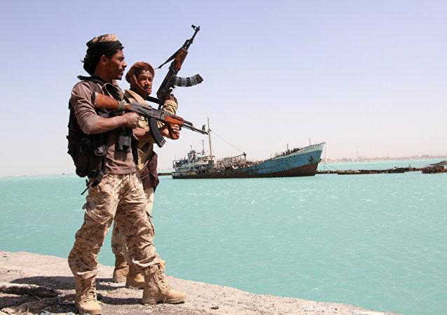 蛇头逼迫180名移民跳入也门海岸附近的开阔海域