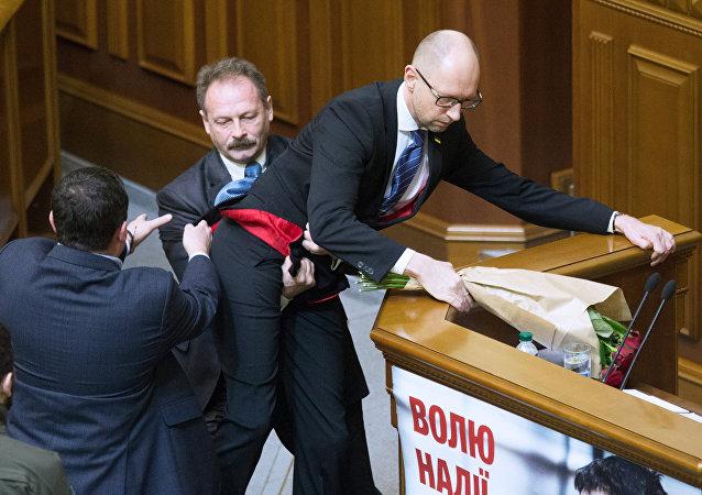 乌克兰前总统:最高拉达必须经历冲突与争斗的过程