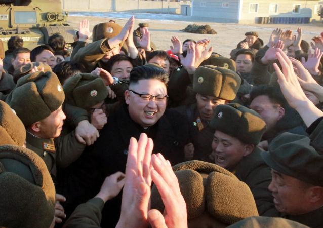 金正恩亲自观看了新型导弹发射